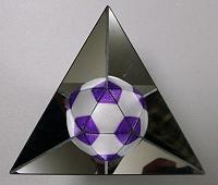 鏡の中のサッカーボール