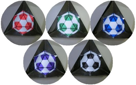 Soccerballs_in_mirroe_3